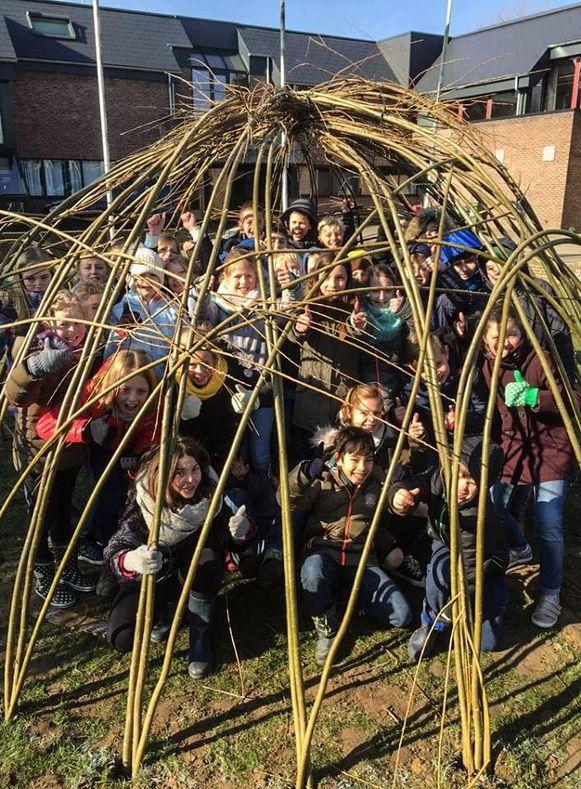 De leerlingen van het Kraaiennest zijn blij met hun hut.