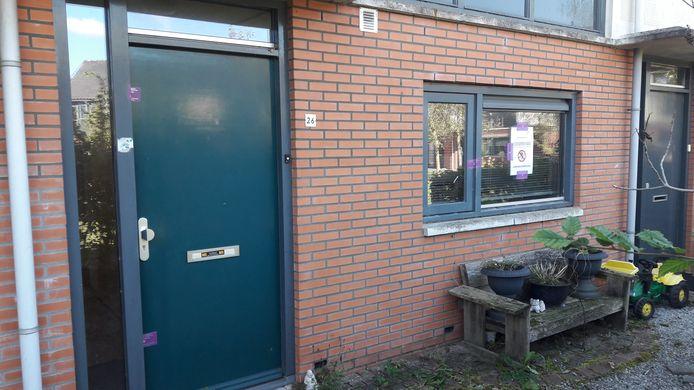 Overbetuwe heeft de woning in Heteren laten verzegelen. Er mag een maand lang geen gebruik van worden gemaakt.