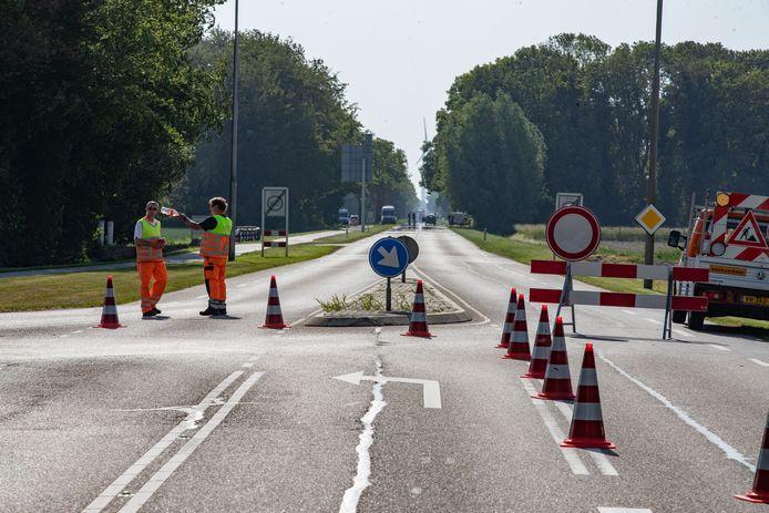 Een deel van de Espelerweg in Emmeloord werd vrijdag urenlang afgesloten zodat de politie een reconstructie kon maken van een ongeluk van drie weken geleden waarbij een 6-jarig meisje om het leven kwam.