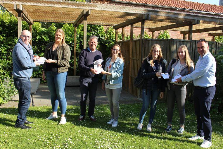 Fien Vanhalst, Lies Vanhalst, Kato Vanhaverbeke en Michèle Devos kregen de eerste blocnotes van Joost, Eddy Lafaut en Francis Benoit.