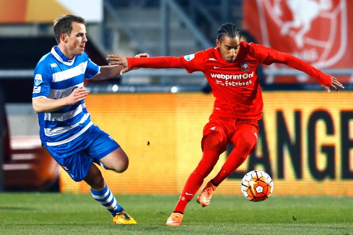 Jerson Cabral namens FC Twente in actie tegen PEC Zwolle, 12 maart 2016.