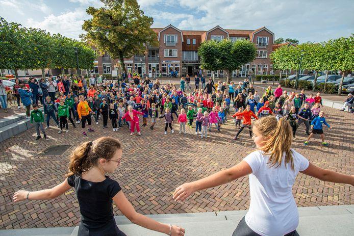 Een nieuw schoolgebouw voor deze leerlingen van basisschool De Poorte in Woensdrecht, dat moet er komen, samen met die van De Stappen in Hoogerheide. Maar hoe de route naar de oplevering van dat Integraal Kind Centrum (IKC) in 2023 moet lopen, is nog niet uitgekristalliseerd in de gemeenteraad.