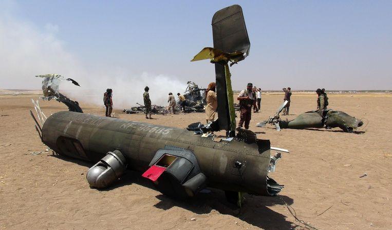 Het wrak van een Russische helikopter die door Syrische rebellen uit de lucht zou zijn geschoten boven Syrië in augustus 2016. Archieffoto.