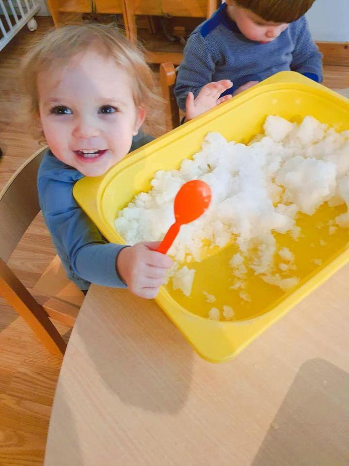 Kinderdagverblijf Lilou bracht de sneeuw naar binnen.