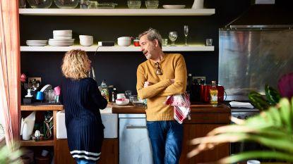 """""""Heb jij de hele dag niets gedaan in huis?!"""" Relatietherapeut geeft advies als de ene partner gaat werken en de andere thuisblijft"""