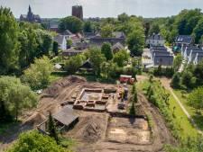 Een archeologische opgraving is leuk maar óók kostbaar en de eigenaar betaalt