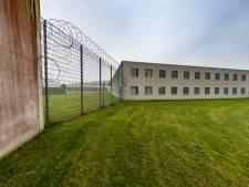 Nog geen smokkelwaar gevonden in hermetisch afgesloten gevangenis Lelystad, zoekactie gaat morgen verder