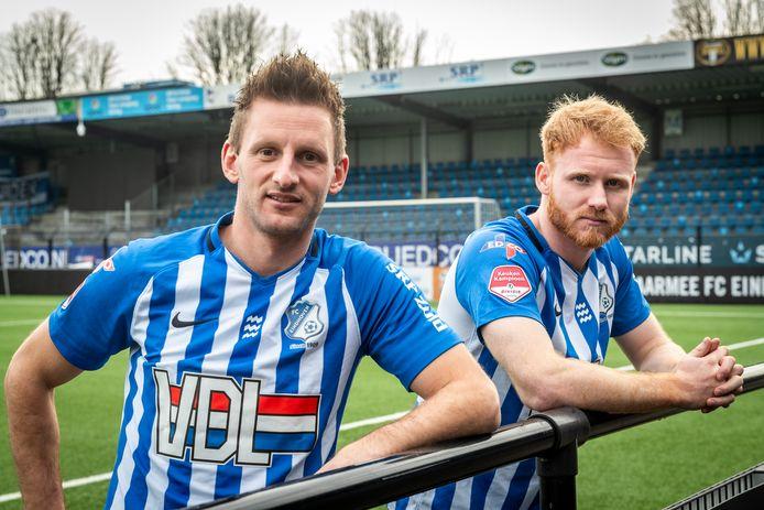 """Jens van Son (links) en Jort van der Sande in het shirt van FC Eindhoven: ,,Deze club is innovatiever. FCDen Bosch is conservatiever, echt een traditionele volksclub."""""""
