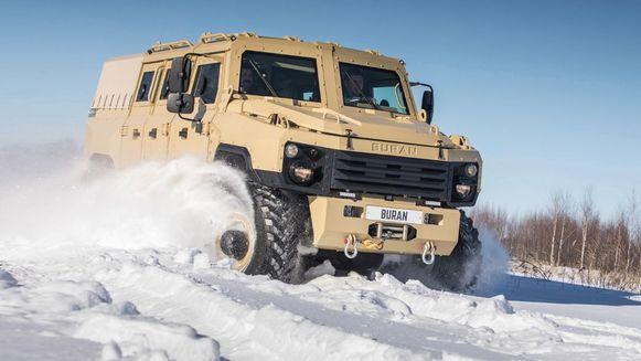 De 9000 kilo wegende Russische SUV