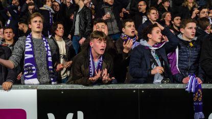 """Ontgoochelde Beerschot-fans slikken bittere pil in Het Kiel: """"Voetbalbond, maffia!"""""""