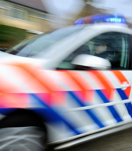 Vechtersbaas vlucht weg en slaat dan beschonken over de kop met zijn auto