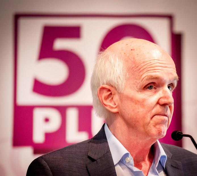 Partijvoorzitter Geert Dales van ouderenpartij 50PLUS kan er niet over uit dat het wetenschappelijk bureau de eigen partij voor de rechter daagt.