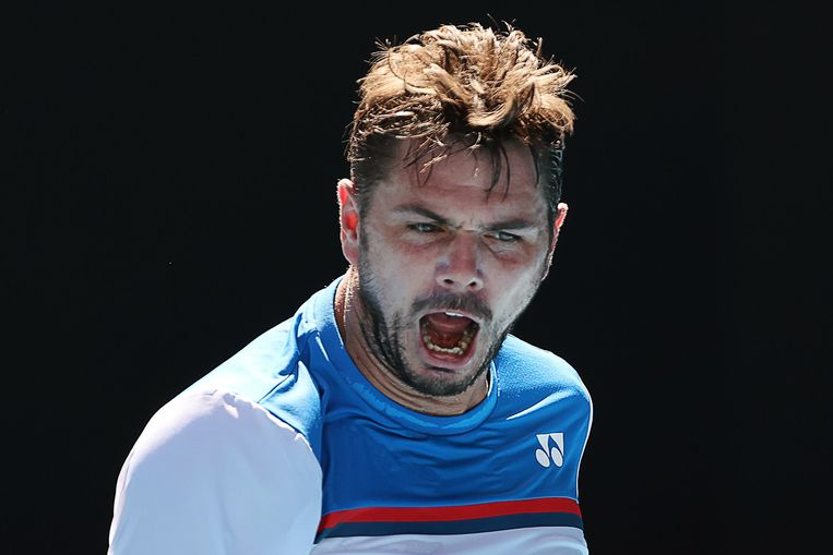 TOPSHOT - Switzerland's Stan Wawrinka reacts as he plays against Germany's Alexander Zverev during their men's singles quarter-final match on day ten of the Australian Open tennis tournament in Melbourne on January 29, 2020. (Photo by DAVID GRAY / AFP) / IMAGE RESTRICTED TO EDITORIAL USE - STRICTLY NO COMMERCIAL USE