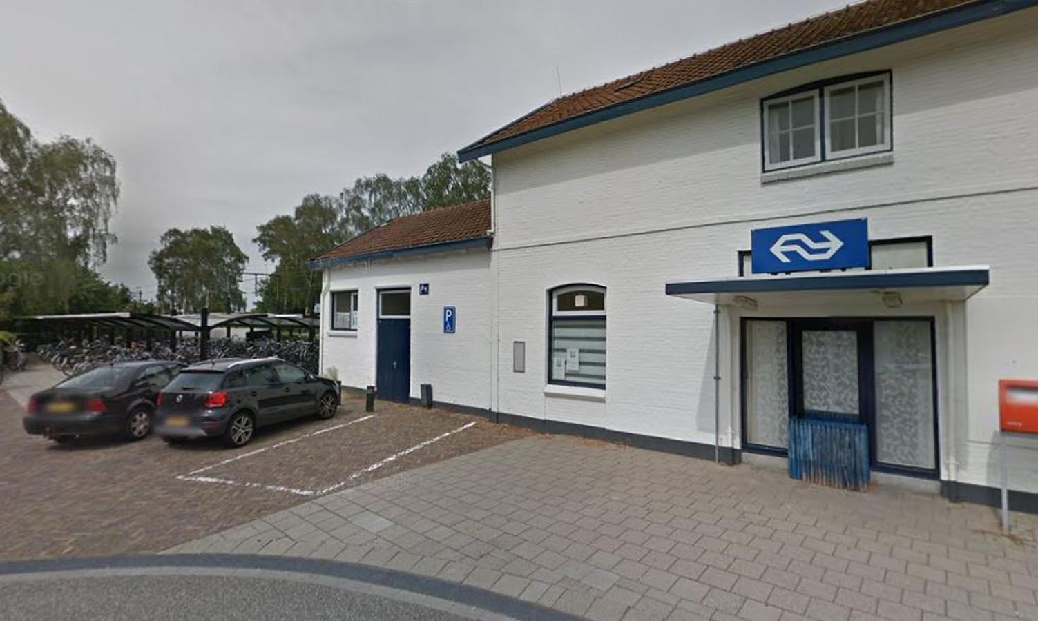 Aan de achterzijde van het station in Holten komt een derde fietsenstalling.