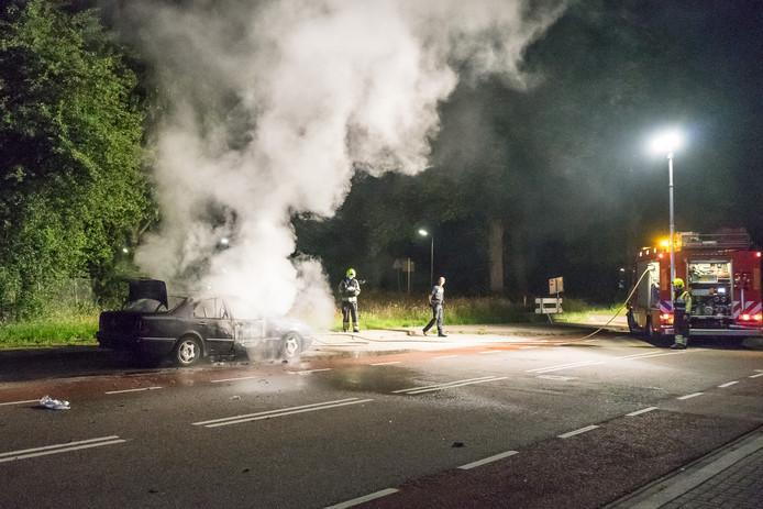 De autobrand aan de Sint Teunismolenweg.