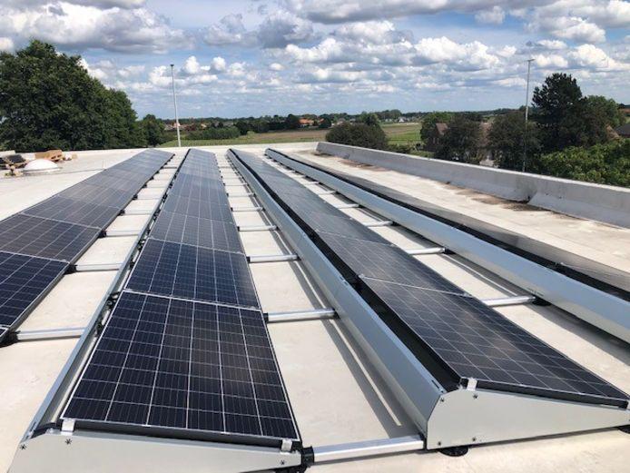 De zonnepanelen die Campina Energie plaatste op het dak van Vibo De Ring in Turnhout