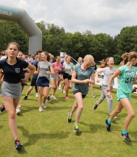 Leerlingen rennen 15.000 euro bij elkaar voor kankerbestrijding