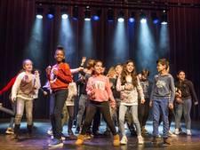 Scholieren in slow motion  door Oldenzaals theater