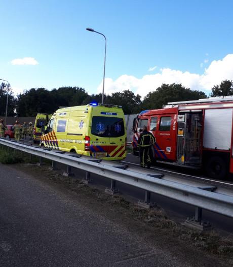 Bestuurder overleden na frontale botsing op Wierdensebrug bij Almelo