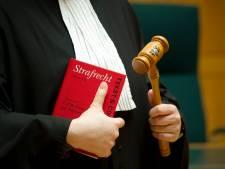 Boekelaar veroordeeld voor verboden wapenbezit en heling MacBook