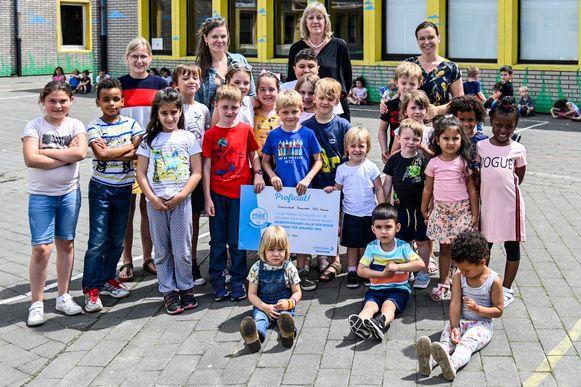Unescoschool Sterrenbos was een van de scholen die een cheque kreeg.