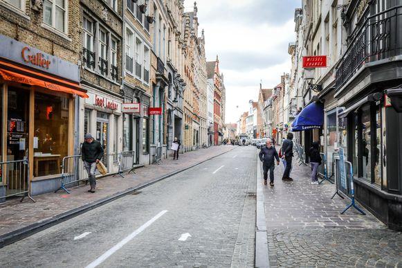 Echt op de koppen lopen was het in Brugge bij de heropening van de winkels niet, al was het zaterdag toch al drukker.