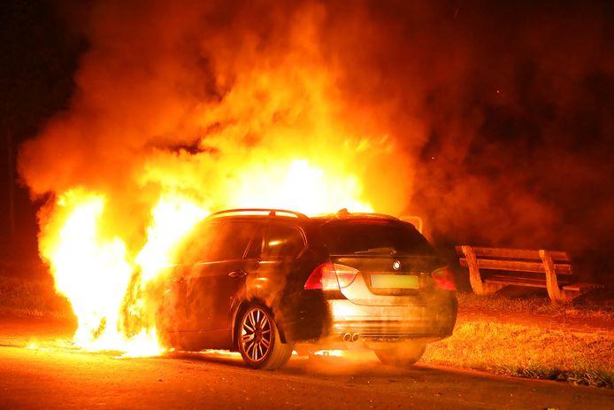 Een van de vele autobranden in 2019.