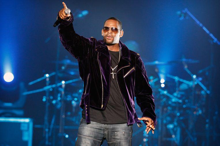 R. Kelly tijdens een optreden in de Heineken Music Hall (thans AFAS Live) in Amsterdam in 2011. Beeld EPA