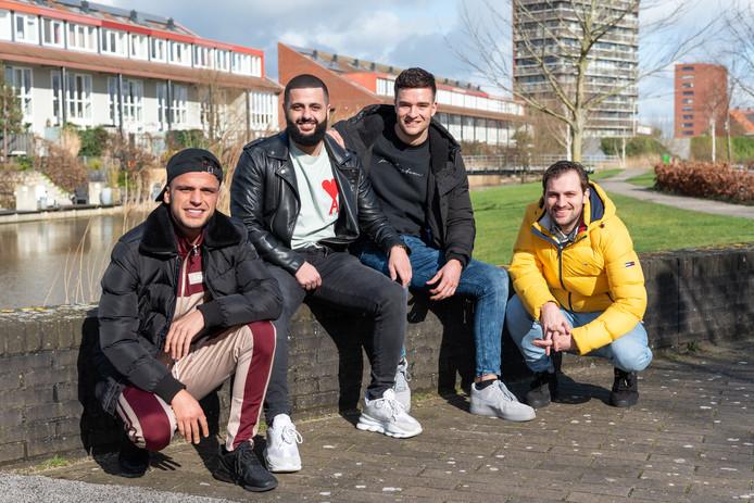 Vanaf links Nabil, Nahib, Timo en Jelle.