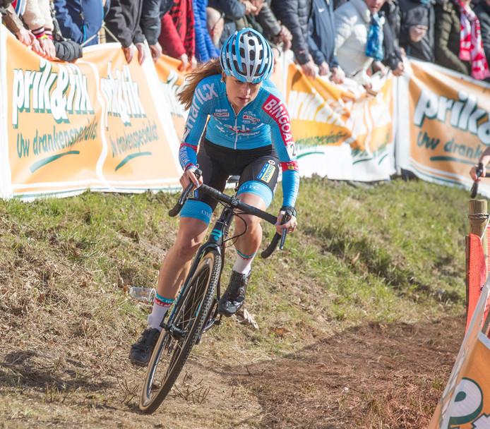 Denise Betsema vorig jaar op weg naar de winst in de Vestingcross.