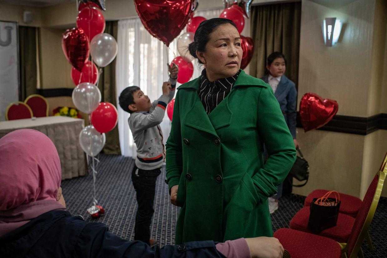 De etnische Kazachse Sayragul Sauytbay werd gedwongen les te geven in een Chinees kamp. Zij vluchtte naar Kazachstan en krijgt inmiddels politiek asiel in Zweden.