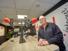 Voorzitter Blikman van Radio Ideaal bedolven onder felicitaties na positief advies zendvergunning Lochem