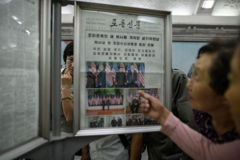 Noord-Koreanen kregen vanmorgen voor het eerst foto's te zien van hun leider met Donald Trump.
