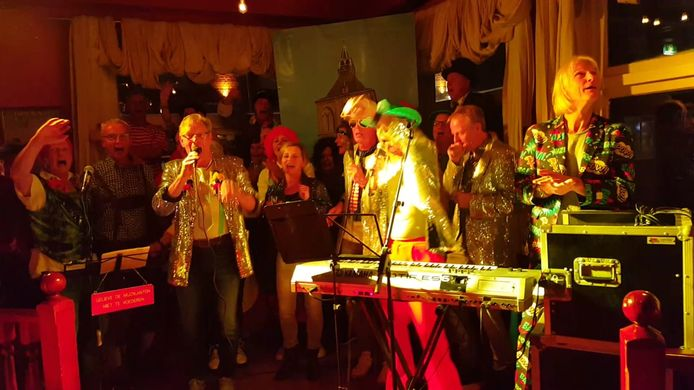 FC Witpet bracht een medley van nummers uit de afgelopen 28 jaren ten gehore.