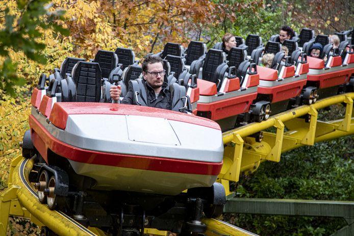 Achtbaan- en Tornadofanaat Rick Stegeman maakt een laatste ritje in de oude achtbaan van Avonturenpark Hellendoorn. De Tornado ondergaat een metamorfose en opent in 2021 onder een andere naam.