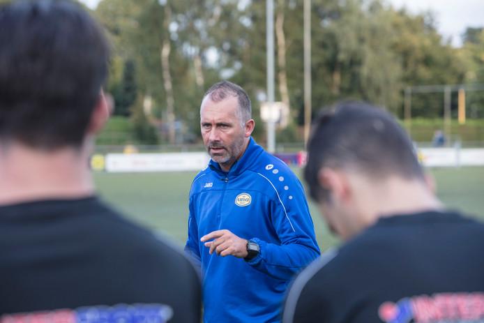 Jeroen van Bezouwen trainer van UNA in Veldhoven