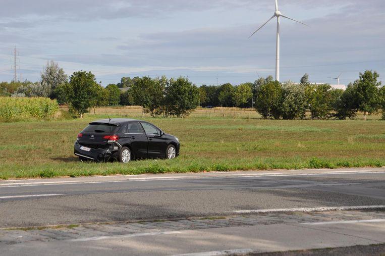 De auto kwam tot stilstand in een veld langs de Tieltsesteenweg.
