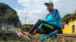 Venezolaan met één been wandelt voor dochter in rolstoel dwars door Zuid-Amerika