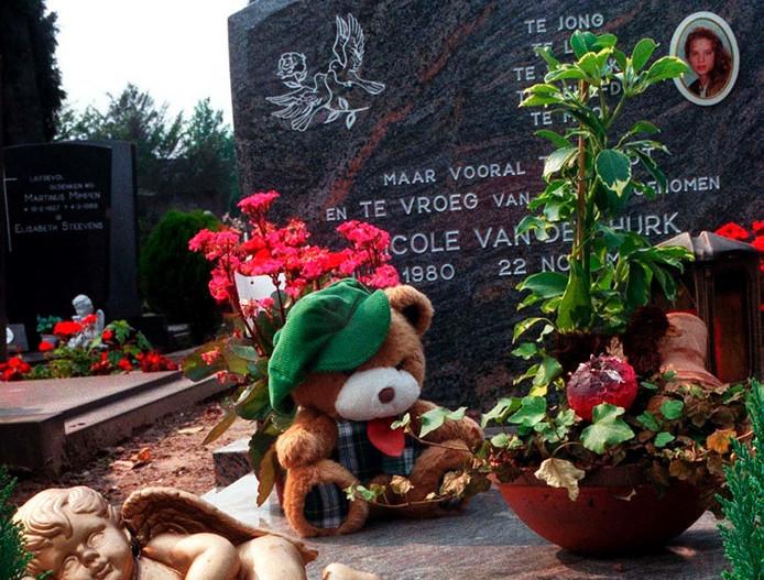 Het graf van Nicole van den Hurk. Archieffoto