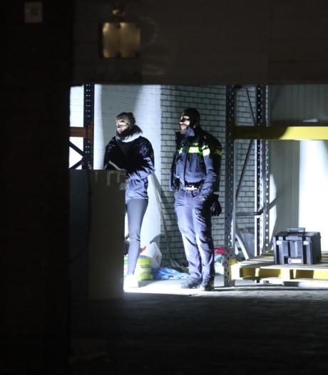 Douane vindt 'zeer grote hennepkwekerij' in geheime loods bij actie op Arnhems bedrijventerrein