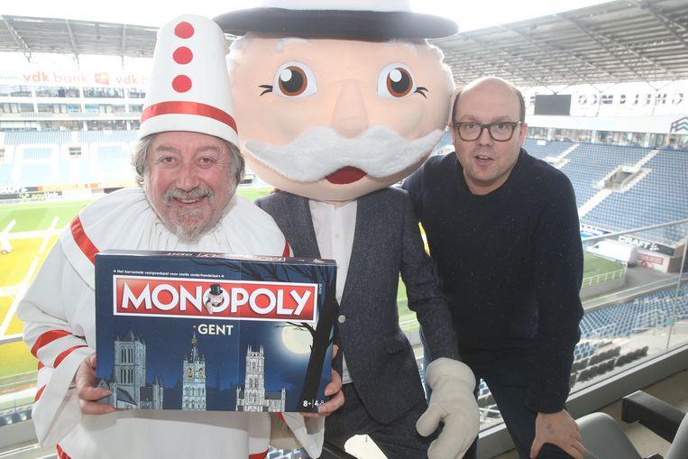 Pierke, de Monopoly-mascotte en Lectrr met de Gentse Monopoly-editie.