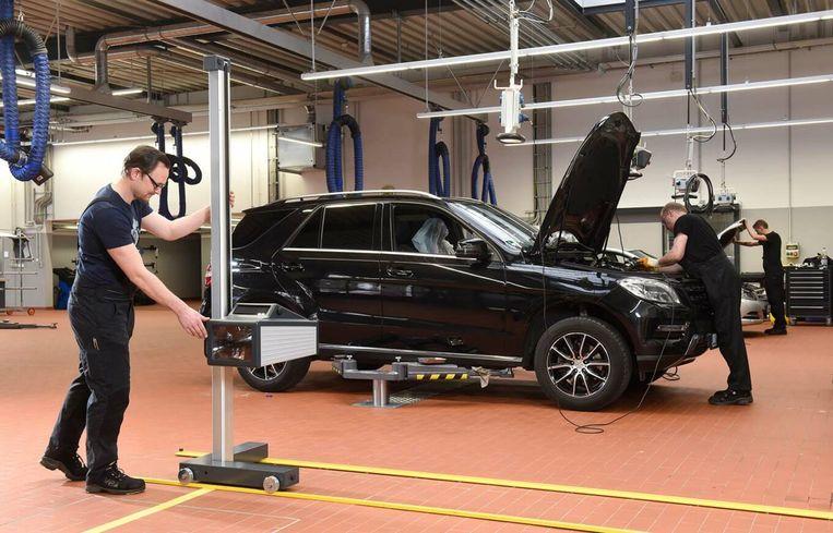 Getroffen zijn Mercedes-modellen van de C-, E- en G-Klasse.