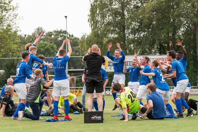 De Zweef speelt op het terrein van WSV Apeldoorn tegen WAVV.