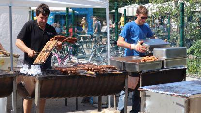 Creatief alternatief eetfestijn tijdens corona: Harmonie organiseert drive-thru barbecue