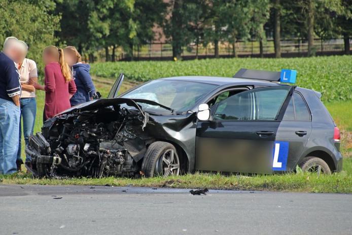 Lesauto zwaar beschadigd na aanrijding bij Ens.