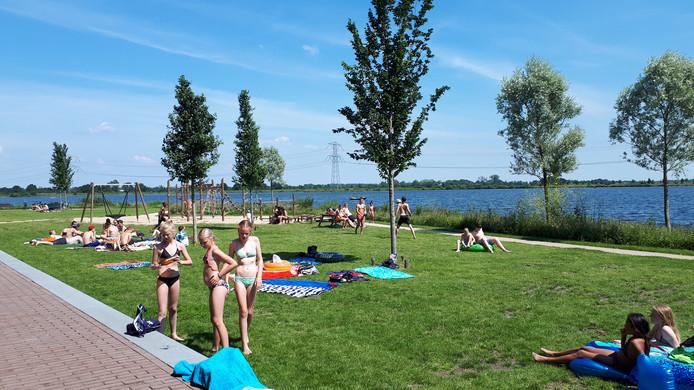 Een nieuw bedrijventerrein bij de Cattenbroekerplas zou ten koste gaan van de recreatie op deze zwemplas, vrezen omwonenden.