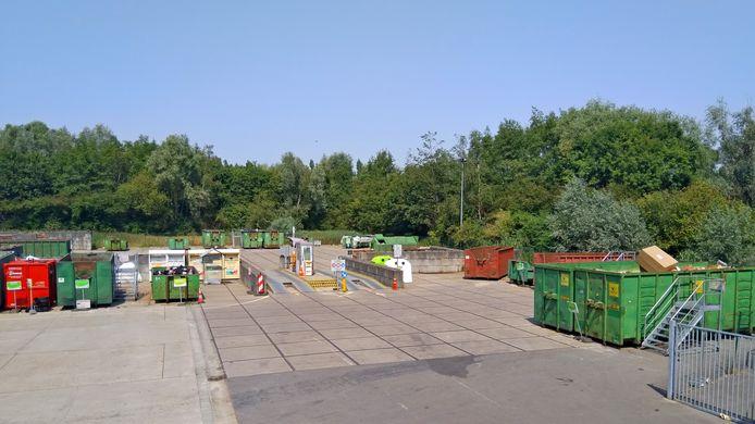 Het recyclagepark in Merelbeke sloot de deuren door de hitte.