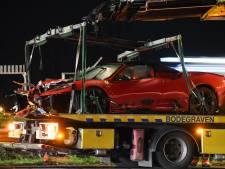 Dure Ferrari van ruim 2 ton in de prak na ongeval op A12