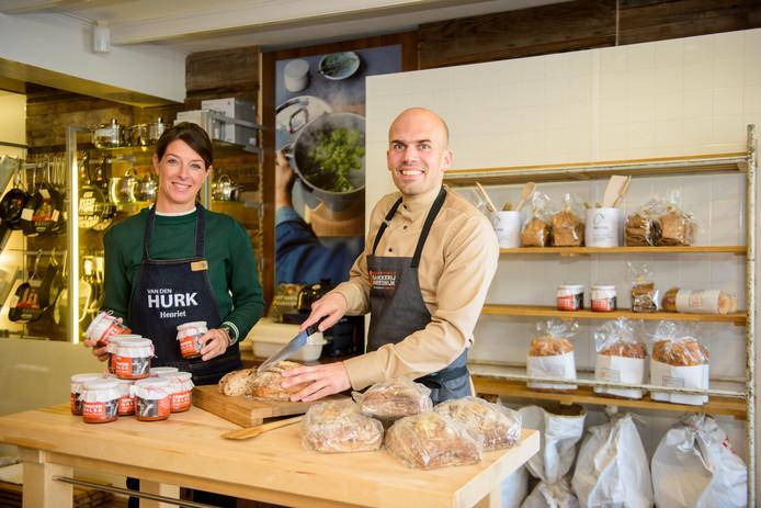 Henriet Borgers en Rob Soeterboek in de keuken.