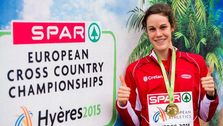 Louise Carton na haar gouden medaille op het EK in Hyères.